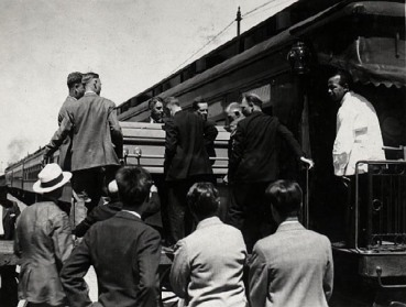 funeral train unload