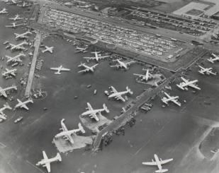 PHOTO - CHICAGO - MIDWAY AIRPORT - AERIAL - BUSY WITH PLANES - PARKED CARS - 1958